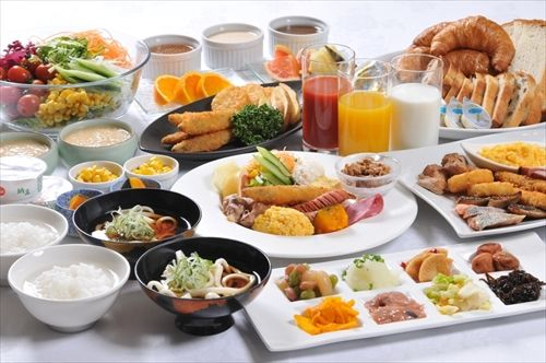 ホテル泊まったら朝食ビュッフェ行くべきなんか?
