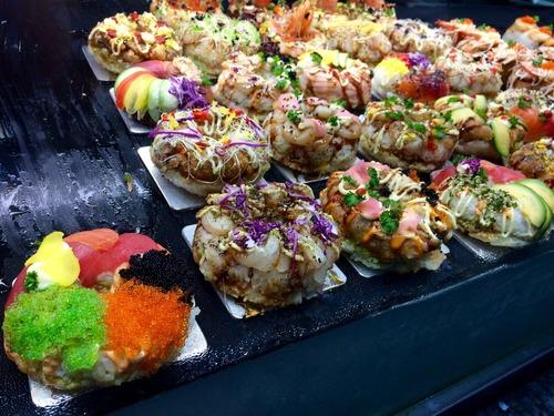 アメリカの友人「寿司をアメリカ流にアレンジしてみたよ」