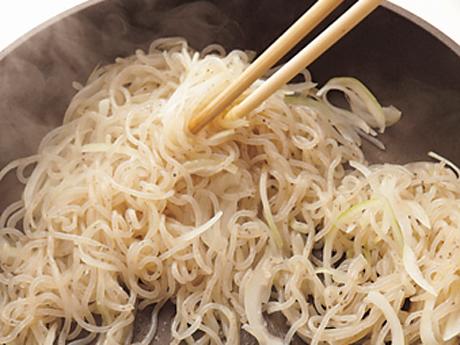 コンニャクの粉から作った日本のスパゲティ