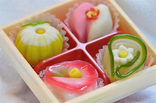和菓子が洋菓子におされている理由は何なの?