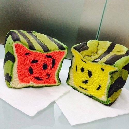 【画像】台湾で日本の四角いスイカ風の食パンが販売され大人気に!