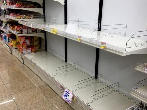 小池知事の会見直後、都内のスーパーに行列 食料品の買い占めが発生