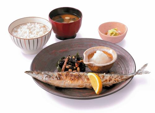 サンマが不漁で小ぶり、大戸屋の定食「値下げ」で対応