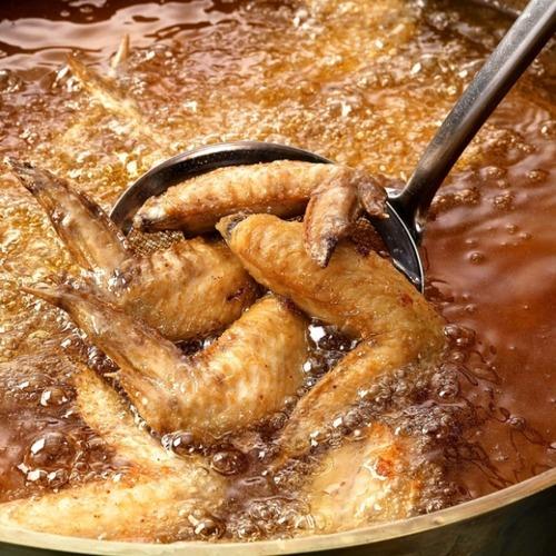 「鶏のからあげ食べ放題+ハイボール飲み放題」90分999円wwwwwwwwwwwwww