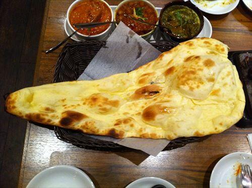 インド料理屋ってどうしてあんなにデカいナンをたくさん提供できるの?
