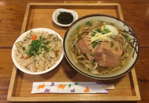 なんJ民「沖縄料理はまずい!」キャッキャッワイ「はぁ…ほい、ソーキそばね」ゴトッ