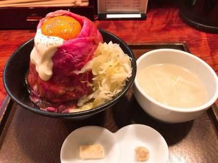 ワイ「ローストビーフ丼!美味そうやなぁ!!すいませーん!これお願いしまーす!!」