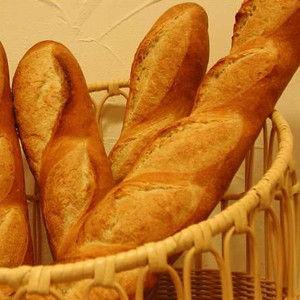 焼きたてフランスパン美味すぎwwwww
