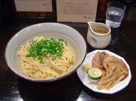 新宿に来たんやが美味いラーメン屋無いか?
