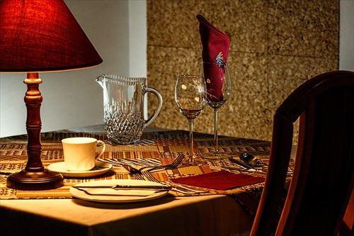 孤独のグルメみたワイ「個人の定食屋か……はいってみたろw」