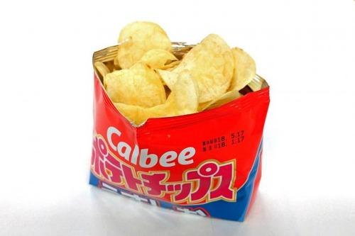 カルビーが発明したポテトチップスの新しい開け方【画像・動画】