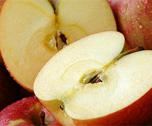 皮をむいても茶色く変色しない遺伝子組み換えリンゴに賛否 /アメリカ