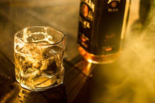 ウイスキー飲むかっこいい大人になりたい