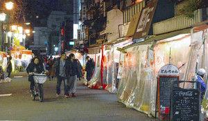 浅草「ホッピー通り」 居酒屋の外にテーブル並べて席を増やすのを台東区が禁止