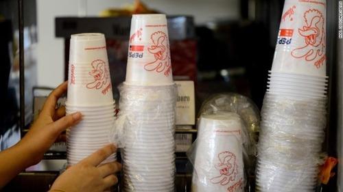 フランス、レジ袋につづき「プラスチック製の使い捨て食器」を全面禁止