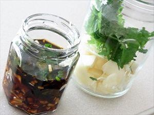 シソを醤油、ごま油、めんつゆなど、好みの調味料に漬けるとご飯のお供にバッチリ