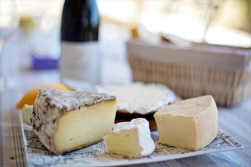 海外「チーズ安いです牛乳安いです」日本「チーズ高いです牛乳高いです」