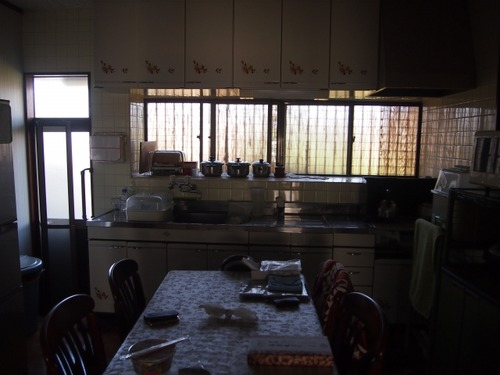 実家暮らし←家賃・光熱費・通信費かかりません、食費もタダです、家事にも時間取られません