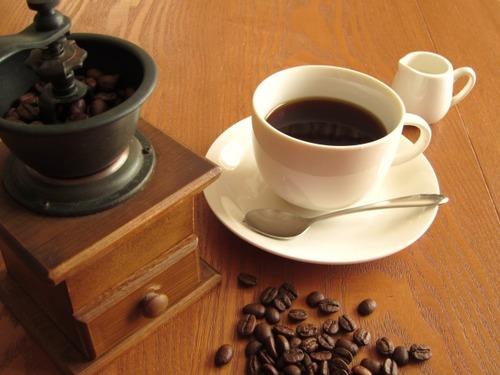 俺ってブラックコーヒー苦手じゃん?挽きたてなら飲めるかなってコーヒーミル買ったじゃん?