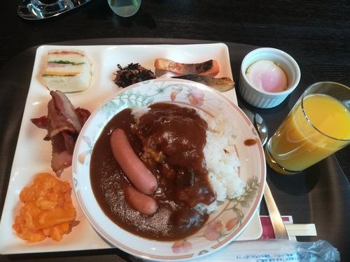 【画像】日曜出張ワイ、ビジホのビュッフェで優雅な朝食wwww
