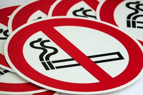 分煙だったのが完全禁煙になった飯屋…どこで吸えばいいんだよ