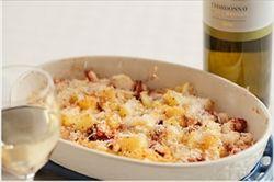 タコをぶつ切り。マヨネーズと粉チーズかけてオーブンで焼く。七味をかけて食べると美味い。