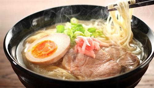 ラーメンオタク「麺固め濃いめネギ多め」ワイ「ほーん」