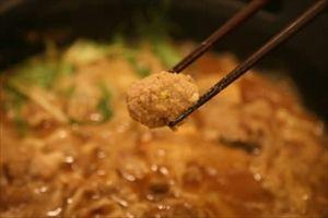 地元で捕獲したイノシシ、給食用の肉団子に加工、「イノシシボール」と命名
