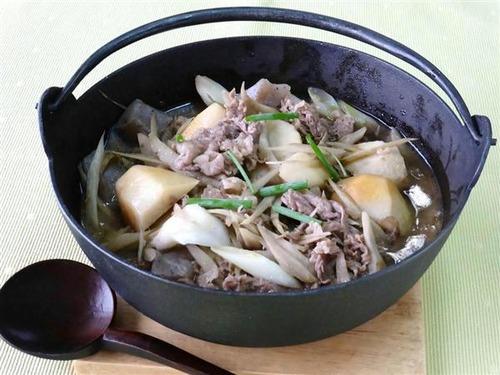 地域で具材と味付けが違う「いも煮」 牛肉を使ってしょうゆで味付けの山形 豚肉でみそ仕立ての宮城や福島