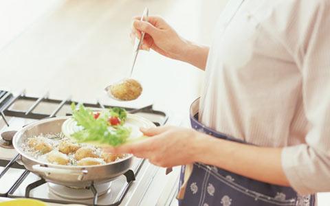 自炊四大あるある ①タマネギの汎用性の高さを実感 ②パスタを作る頻度が増える③野菜の値段の高さに驚く
