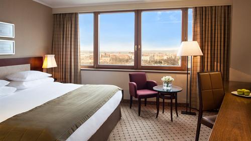 ビジネスホテルの魅力といえば? 「朝食バイキング」「大浴場」「夜鳴きそば」