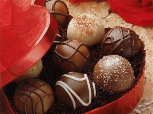 一人で豆まいて 一人で恵方巻は頂けても 一人じゃバレンタインチョコはもらえないんだぜ
