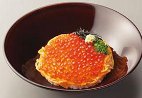 なか卯が初めて海鮮物を使った「天然いくら丼」発売
