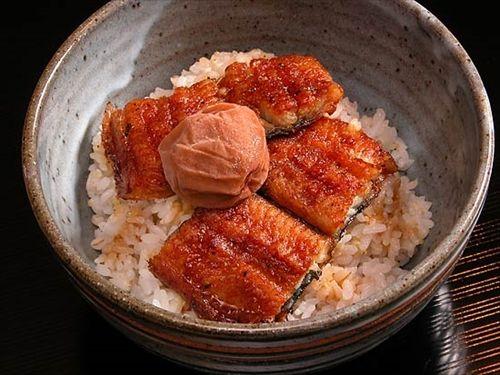 「天ぷらとすいか」「うなぎと梅干し」…古来から伝わる食べ合わせは科学的根拠のない迷信
