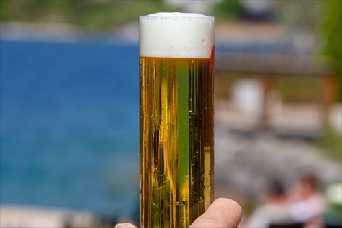 ビール飲んでる奴、正直に言えよ。本当は苦いの無理して飲んでるんだろ?