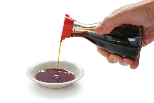 最強の調味料は醤油 そのままでも良いし、色んなのたれの材料にもなる 味噌は使い所が難しい