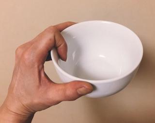 人差し指で引っ掛けるように茶碗を持つ人に聞きたい みっともないって自覚はあるの?