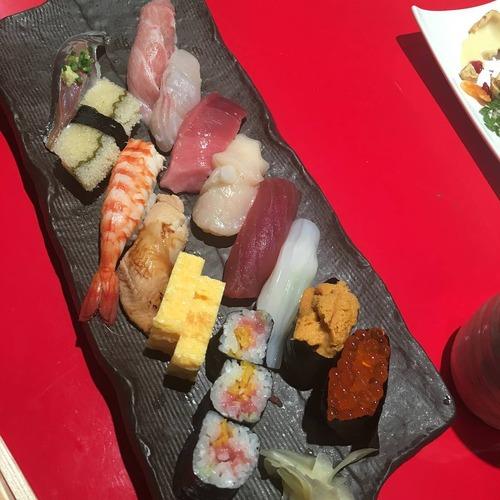 このお寿司2000円だせる?