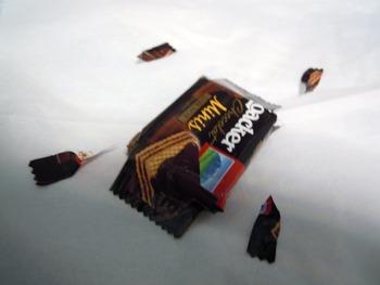 外国のお菓子食おうとした結果wwwwwwww