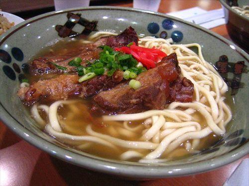 イギリス人「日本人はイギリスの食事がマズイと言いますが、OKINAWA料理はどうなんですか?」