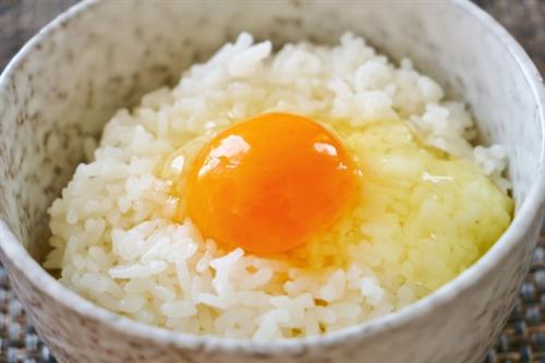 今まで卵かけご飯に味の素かけずに食べてきたやつ
