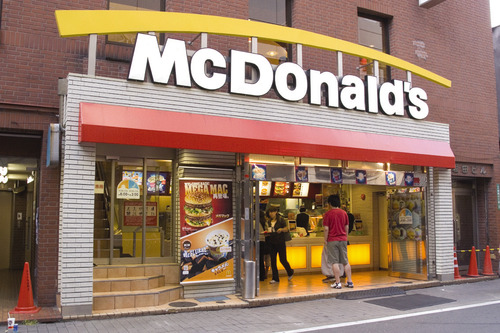 マクドナルド中間決算、262億円の赤字 4~6月期も赤字転落