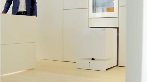 【動画】 パナソニックが「動く冷蔵庫」を開発 音声認識で食べ物や飲み物を運んできてくれる