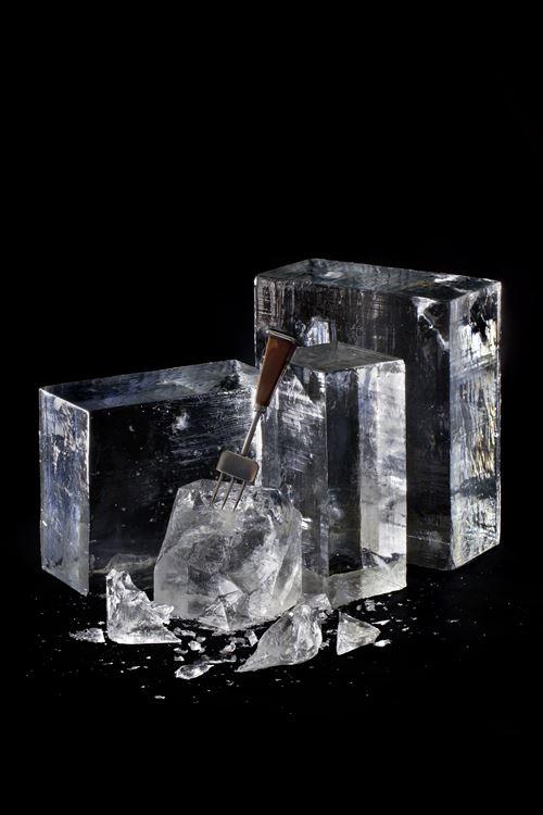 ワイ(15)「ファッ!?なんでコンビニやスーパーでただの氷が100円も200円もするんや!誰が買うんや!」