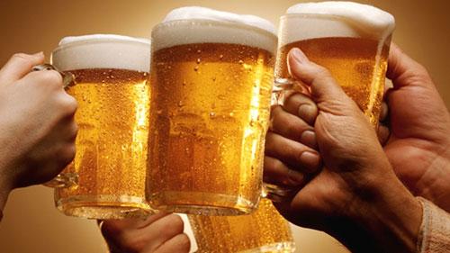 drinking-beer-_tmum