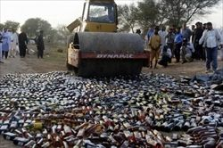 【ばくだん】密造酒を飲み60人死亡 700人が中毒症状、失明も 4日間で被害拡大 リビア