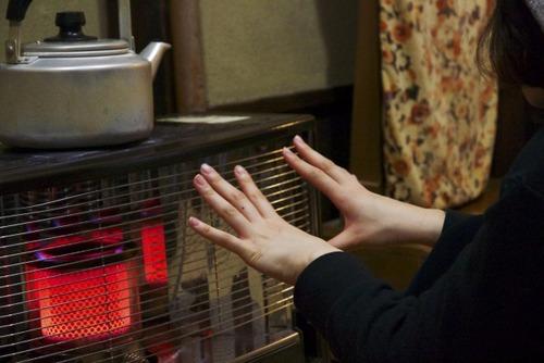 石油ファンヒータ-?電気ストーブ?電気ファンヒーター?どれが部屋温まる?教えてください