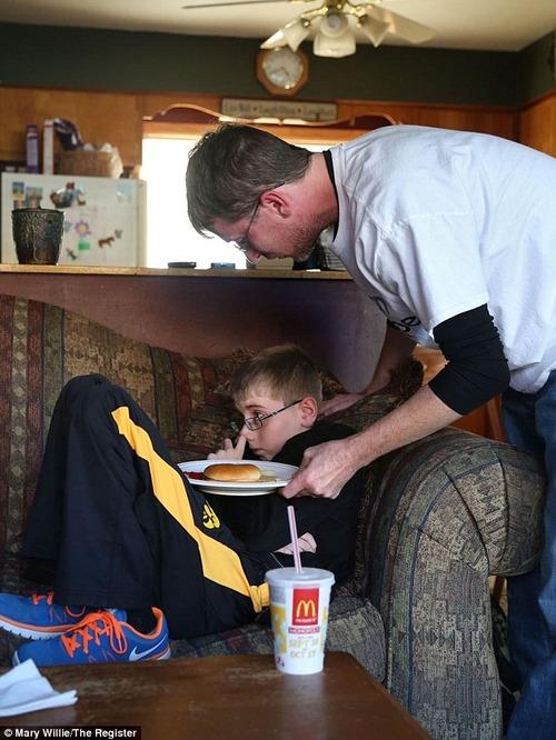食べることを忘れた…空腹感や飢えを感じなくなる謎の病気に罹った少年、医師は手がかりもつかめず