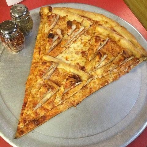 【画像】ニューヨークのレストランのピザがヤバすぎると話題に