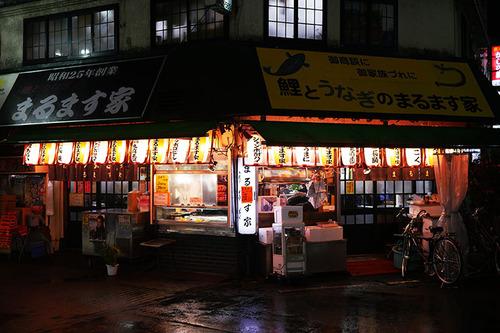 東京都北区赤羽では「朝9時から飲める大衆居酒屋」が定番!! 朝から酒と名物メンチカツを食べる